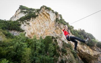 Fatti un volo con la Zipline di 200 metri al Parco delle Grotte di Equi